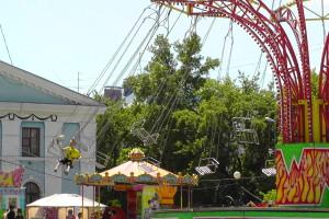 Большая карусель, Автодром, Парк аттракционов на площади ДК АВЗ в Новоалтайске