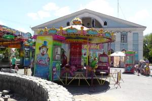 Детская карусель, Автодром, Парк аттракционов на площади ДК АВЗ в Новоалтайске