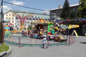 Парк аттракционов на площади ДК АВЗ в Новоалтайске 2013