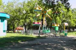 Карусели в парке в Новоалтайске