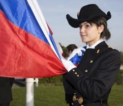 Торжественное поднятие российского Флага под Гимн России в форме высшей Школы École Polytechnique
