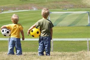 Занятие детей футболом в Новоалтайске