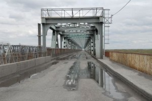 Старый мост повреждение рамка грузовой автомобиль