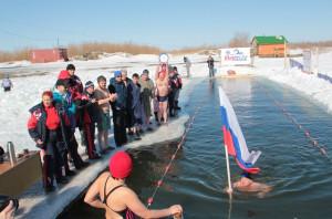 заплыв в ледяной воде закаливание спорт