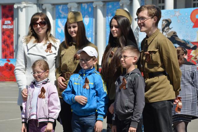 Акция Георгиевская ленточка в Новоалтайске 2014-05-08
