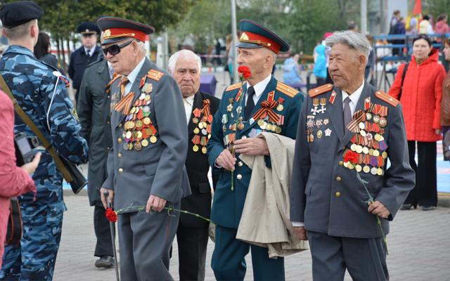 День Победы 9 мая 2014 года в Новоалтайске - ветераны