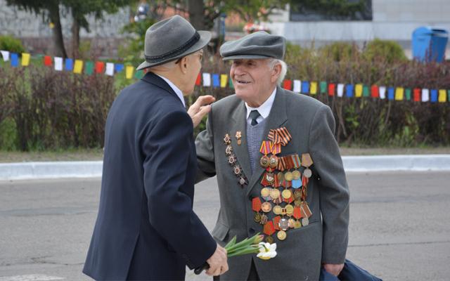 День Победы 9 мая 2014 года в Новоалтайске - встреча ветеранов