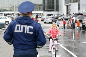 Среди школьников Новоалтайска прошли соревнования на знание правил дорожного движения