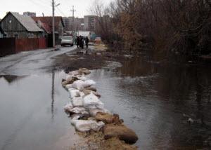 Барнаульский микрорайон Затон борется с половодьем