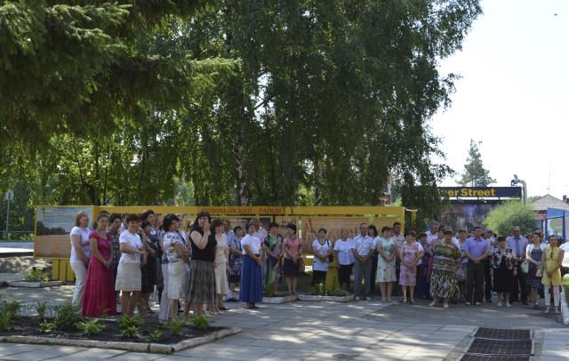 Люди, пришедшие на открытие Галереи Почёта Первомайского района