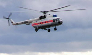 На вертолете в пострадавшие районы доставили продукты питания и питьевую воду
