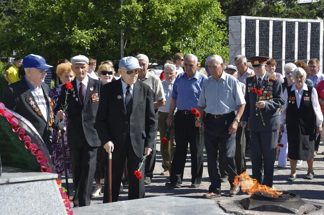 Новоалтайск. Митинг памяти и скорби 2014. Возложение цветов.