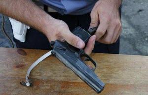 «Юным друзьям полиции» Первомайского района продемонстрировали табельное оружие