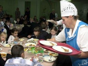 Борис Парадовский поручил ускорить переход на оплату школьных обедов через терминал