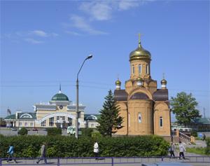 Город Новоалтайск - Вкозал и храм