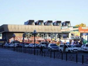 На Барнаульском автовокзале открылась выставка, посвященная памяти новоалтайского художника